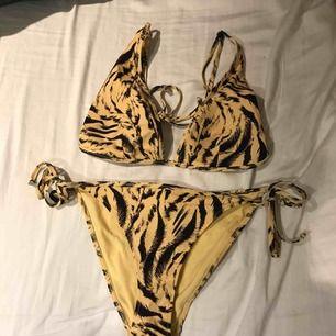 En tiger mönstrad bikini från hm a3ed9c3493c18