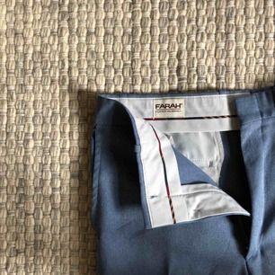 Blå byxor i bra skick! Köparen står för eventuell frakt, jag kan annars mötas upp i Stockholm!