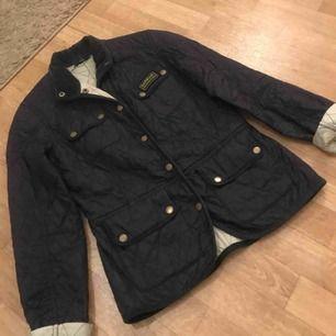 Barbour summer jacket. Stl 36/S. I marinblått.  Fler bilder kan skickas.