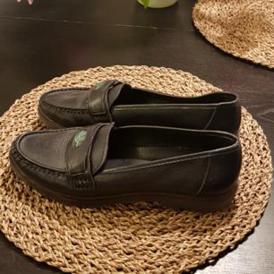 As snygga loafers, använda bara en gång! Köpta på loppis i somras. De är av riktig läder från Italien.