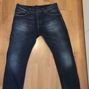 Waist 36 & Längd 32! Ett par Jeans från NudieJeans, bra jeans märke tycker jag. Använda fåtal gånger, då de blivit för stora för mig!