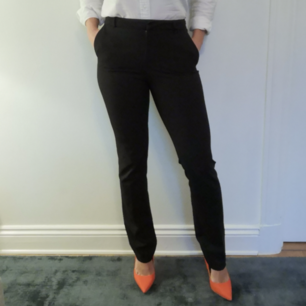 Superfina svarta kostymbyxor i märket Stockh lm, från MQ. Storlek 34 och i jättefint skick!