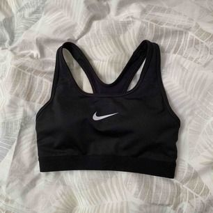 Nike sport BH. Använd 1 gång, säljes pga att den är för små. Du står för frakt🌹