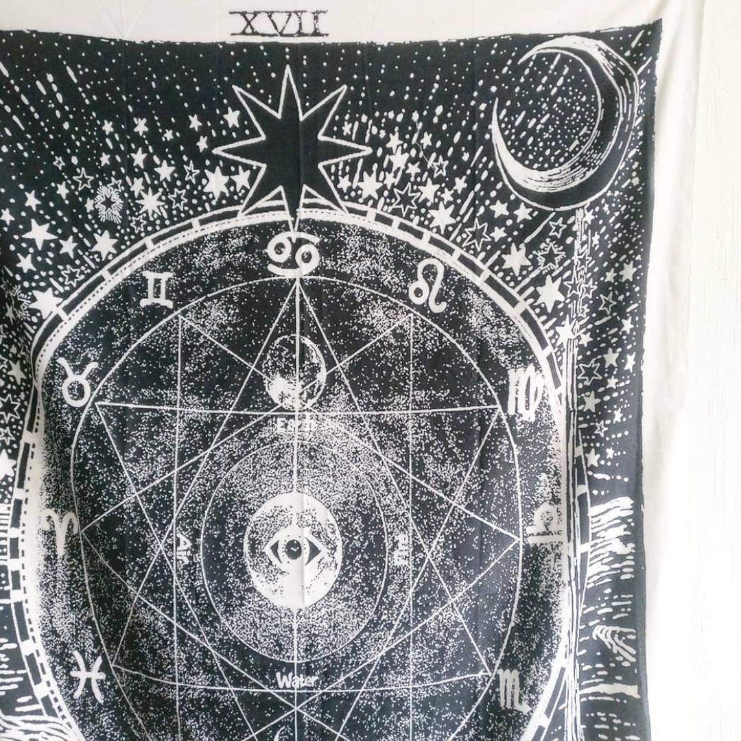 Cool astrologisk tapestry att hänga på väggen! ✨  I ny skick. Fri frakt 💌. Accessoarer.