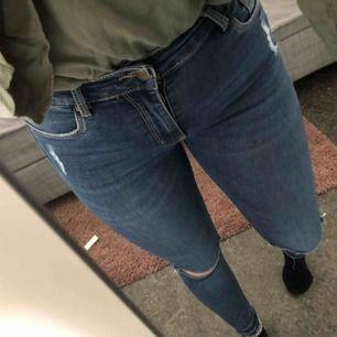 Super stretchiga och snygga jeans från tessie Klippt av storlekslappen men passar XS/S/M pga hur stretchiga dem är