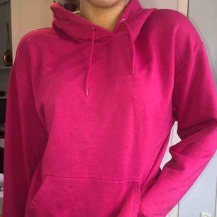 Rosa hoodie från carlings. Väldigt bra skick! Perfekt rosa färg och väldigt skön:) passar alla storlekar mellan XS-L. Kan mötas upp i Stockholm eller frakta. Frakten tillkommer, cirka 60-70kr