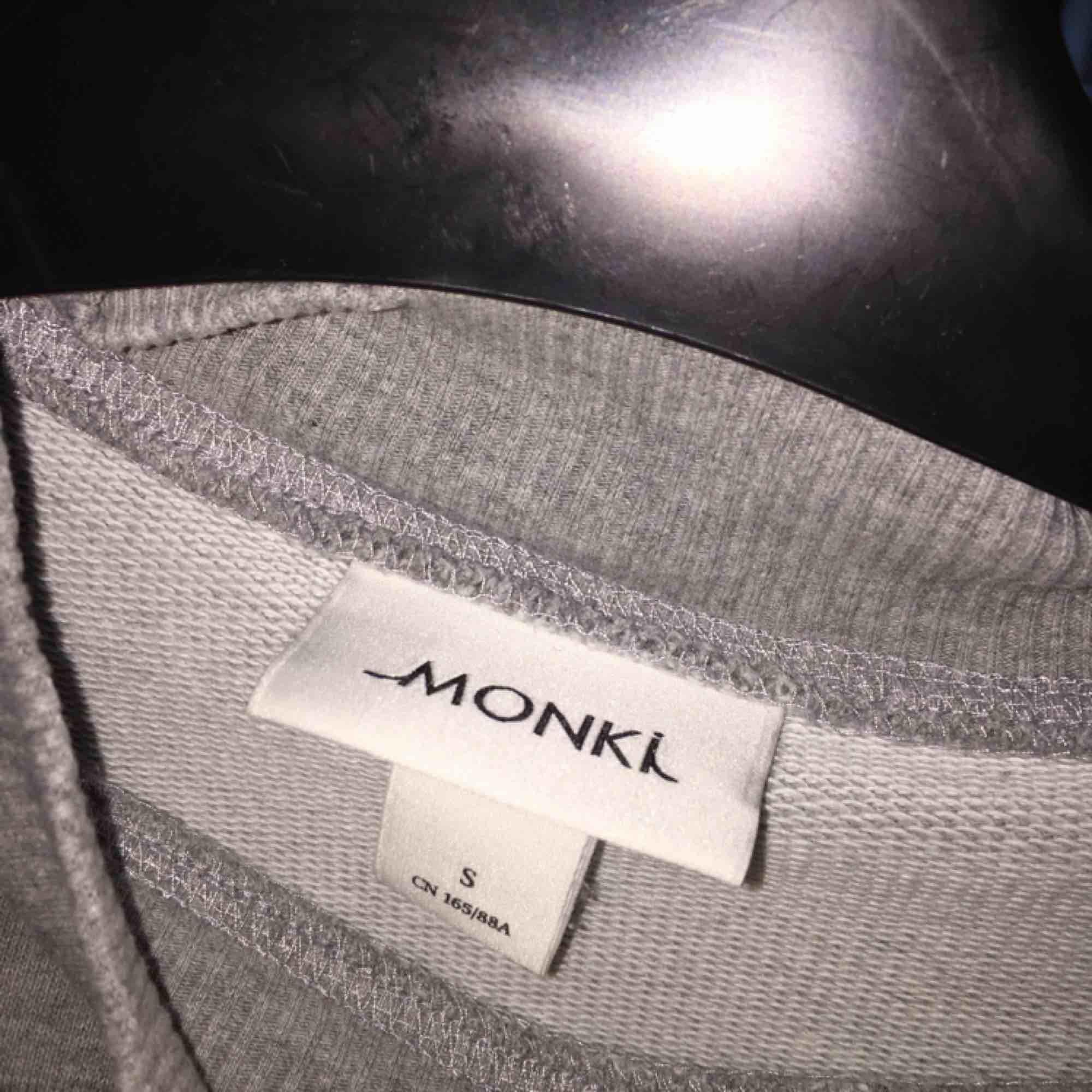 Fin tröja från Monki!. Huvtröjor & Träningströjor.