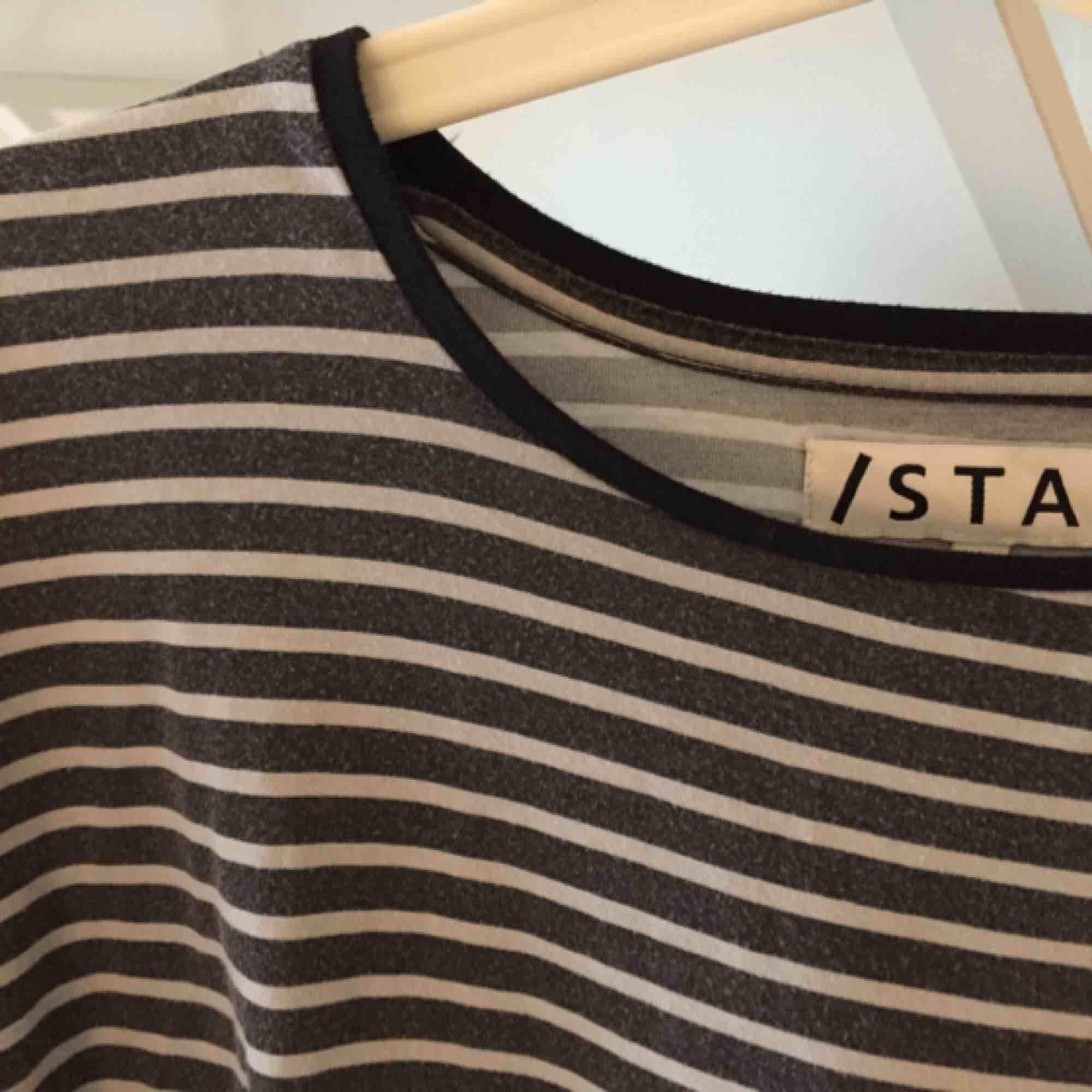 Randig tröja från Carlings! Använda skick. Huvtröjor & Träningströjor.