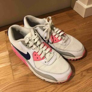 Nike Air Max, storlek 38, använda, men ändå rätt bra skick :)