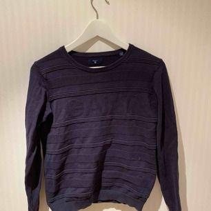 Mörkblå gant sweatshirt, sparsamt använd! Mycket skönt material ❣️✨   Priset inkluderar ej frakt.