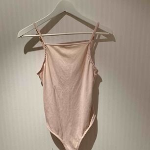 Rosa/skär body, väldigt mjukt material. Aldrig använd ❣️✨   Priset inkluderar ej frakt.