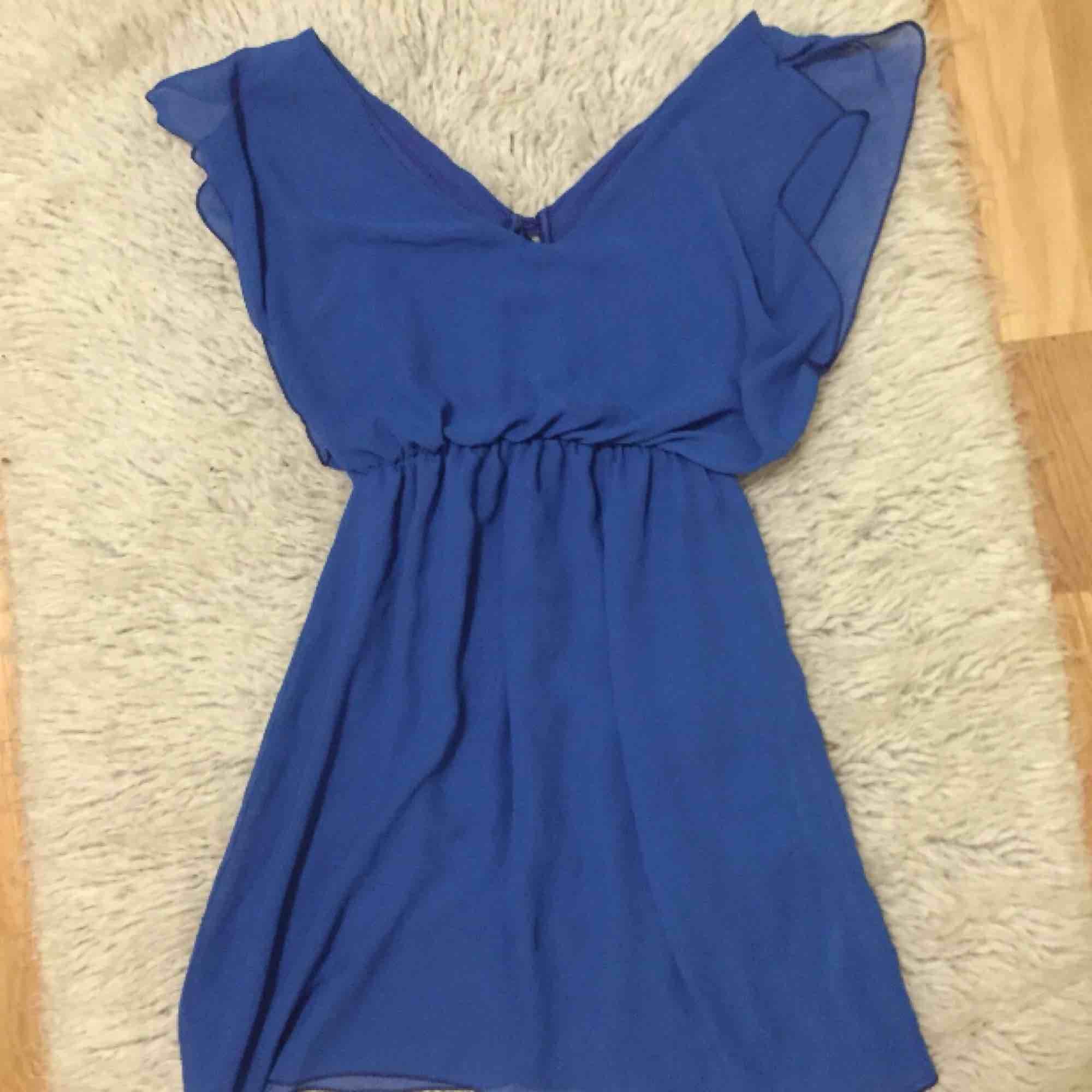 Finaste blå klänningen. Ej använd tyvärr. Klänningar.
