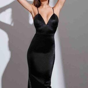 Brun balklänning i mermaid form. Köpte den för 1600kr men säljer 1100kr. Aldrig använd!!