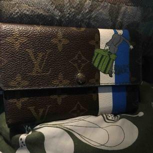 Lv plånbok limited gott skick  AAAA+++