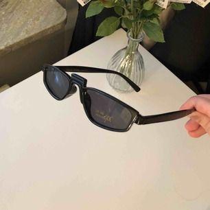 ⚡️Superfina solglasögon som tyvärr inte passar mig. Bara testad, oanvänd⚡️ (OBS, pris inkluderar frakt)