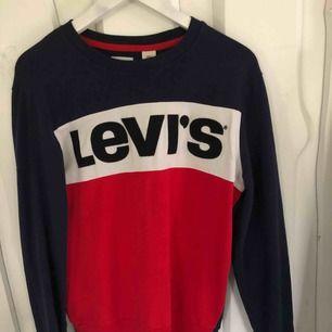 Levis tröja i olika färger
