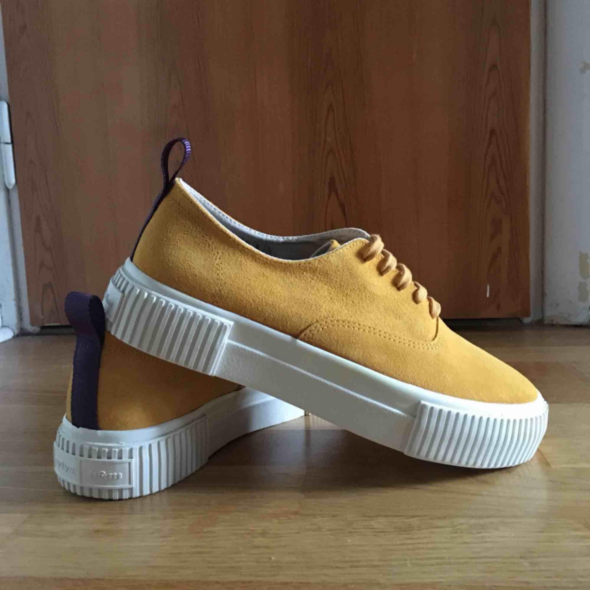 40cb18e6b9a Nya oanvända, supersnygga sneakers från H&M Eytys samarbete i storlek 41.