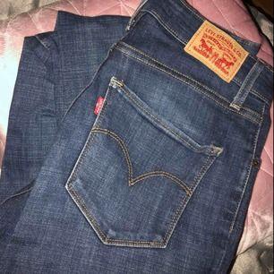 Nästan oanvända jeans från levis Storlek 27/30 Nypris 1000