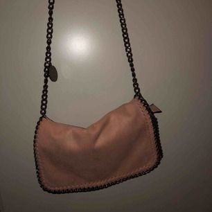 Rosa liten väska Nypris 500kr