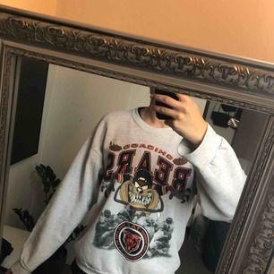 Ball vintage college tröja, storlek typ M/L jag är en S och den sitter nice oversize på mig