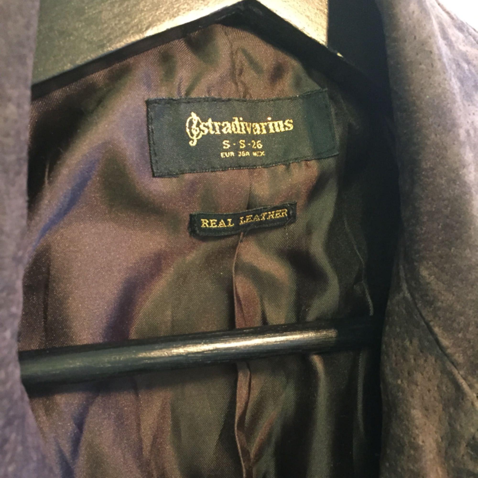 Jacka från stradivarius i äkta läder :-) passar en S/M . Jackor.