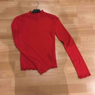 Ribbad långärmad halvpolo från Gina tricot Använd fåtal gånger  Köparen står för frakt
