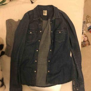 Snygg jeansskjorta från hm, knappt använd
