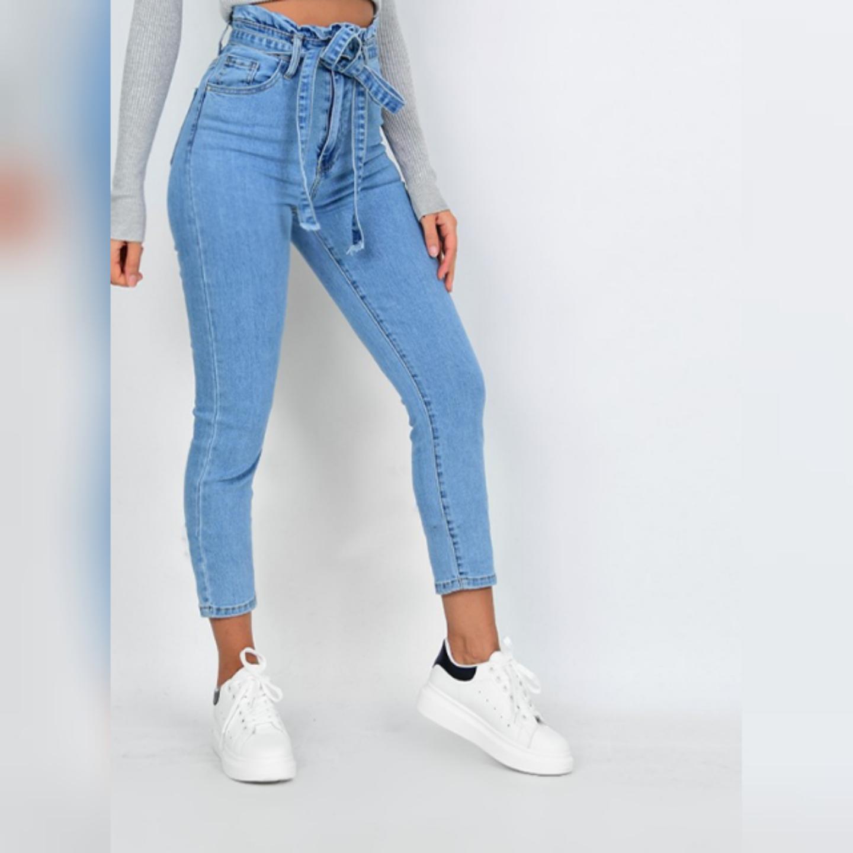 Jeans inköpta från franska Outfitbook, nya med tags kvar! Storkek Xs/34.