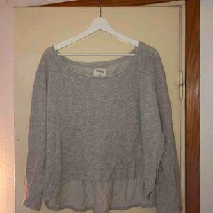 Jätteskön, kort tröja från Westhill Redbird. Strl L men kan passa alla möjliga beroende på hur man vill att den ska sitta! Frakt diskuteras vid köp 🥰
