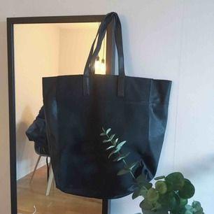 Enkel men supersnygg väska! Frakt 55kr eller så möts vi upp i Sthlm!✨