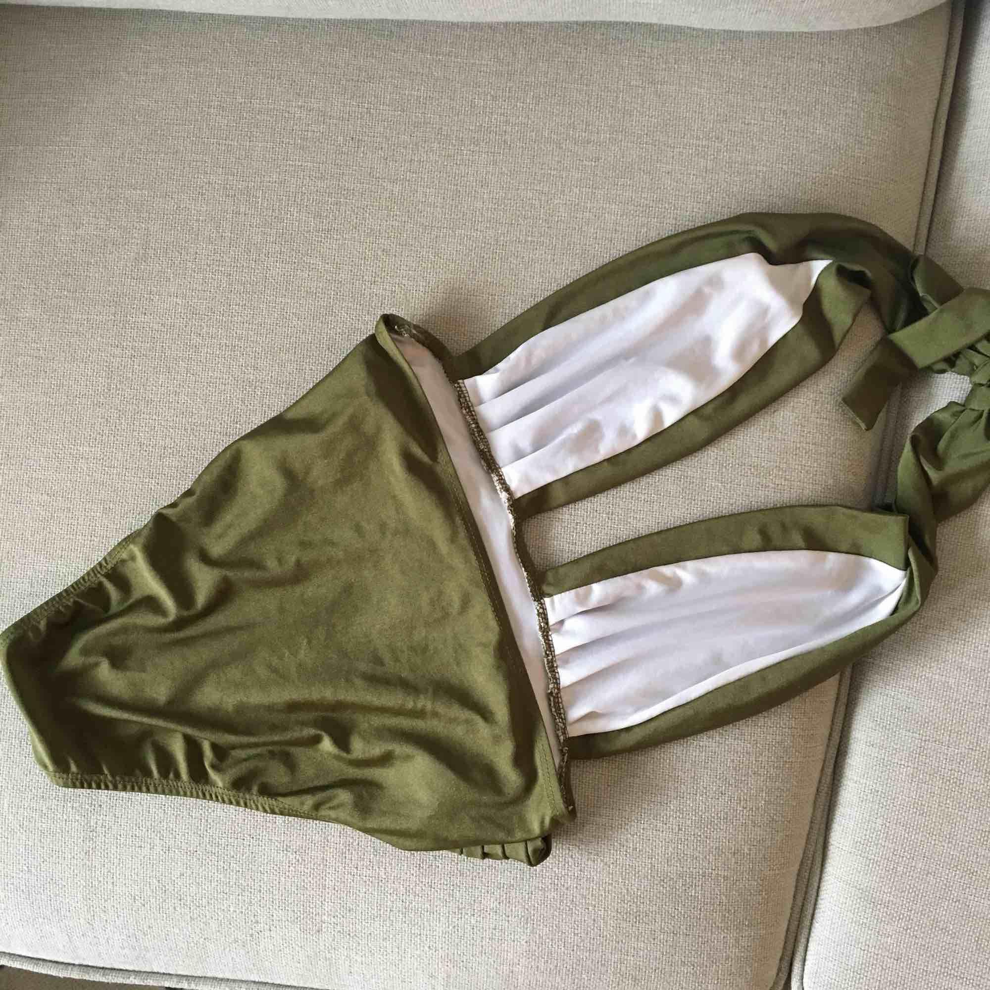 Baddräkt / body använd en gång. Säljes pga använder inte   Möts i Sthlm eller skickar mot frakt . Övrigt.