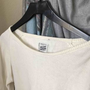 Snygg vit basic tröja, passar till allt!