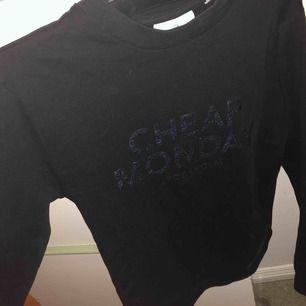 Super fin tröja ifrån Cheap Monday! Använd 1-2 ggr! Nypris ca 600kr Pris kan diskuteras !:))