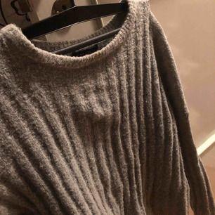 Fin grå stickad tröja ifrån New yorker!  Använd ett fåtal gånger!