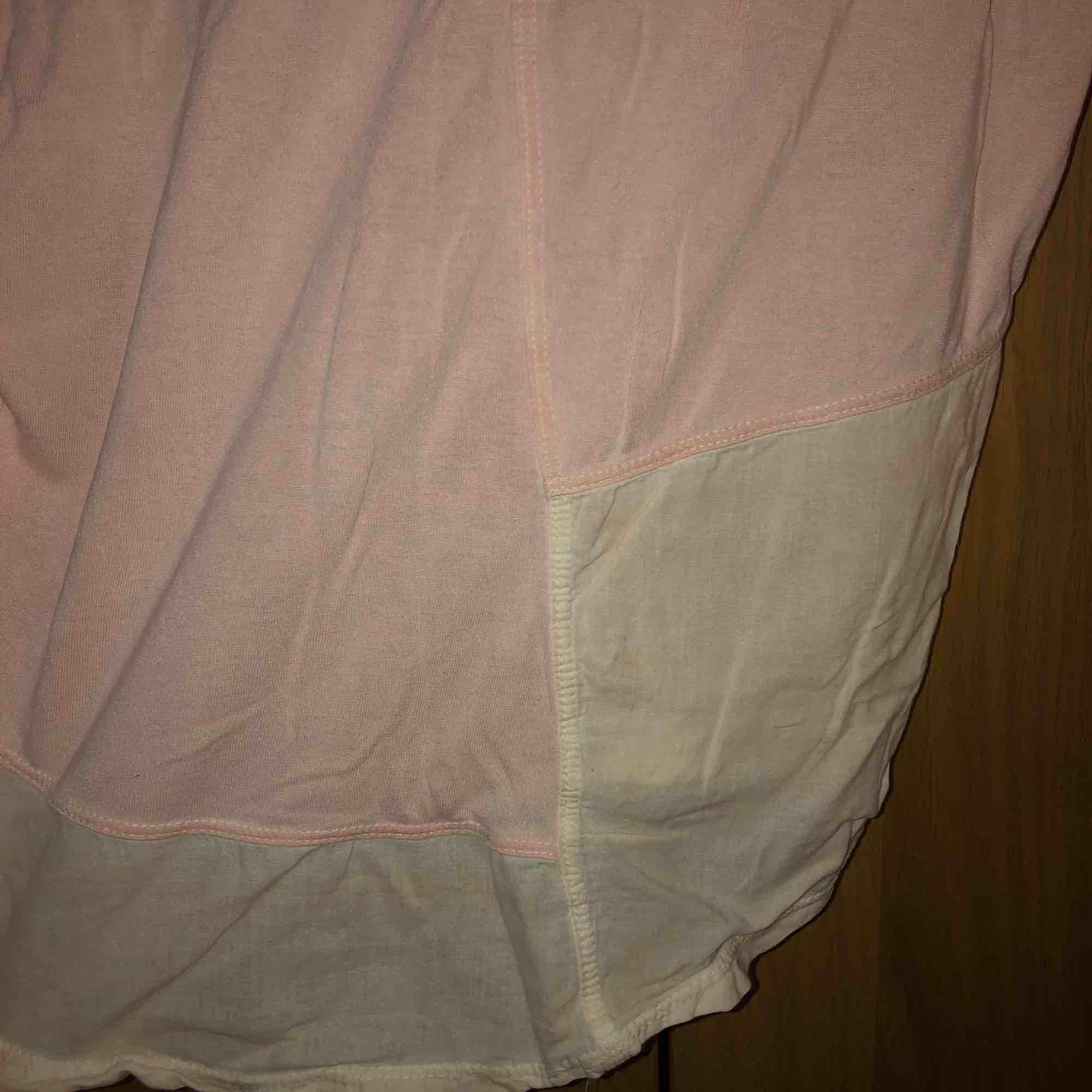 """Jättesöt ljusrosa tröja. Den har vissa ljusare/""""genomskinliga"""" partier som man kan se på bilden ❤️. Tröjor & Koftor."""