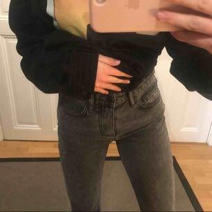 Gråa jeans från bok bok. Aldrig använda! Sitter verkligen skitsnyggt!!! Skriv för fler Bilder😍😍😍👍🏽👍🏽😩😩