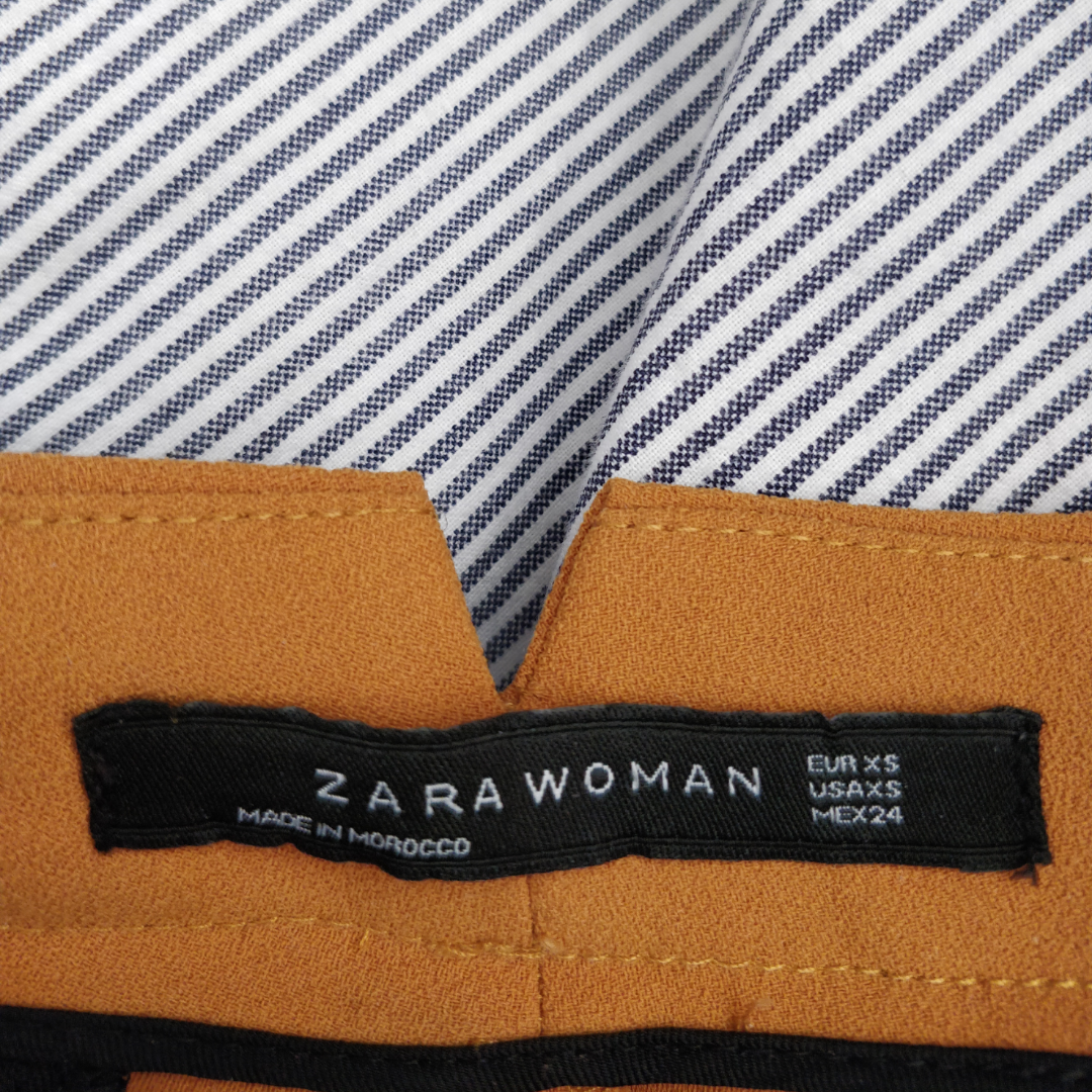 Säljer mina helt oanvänd bootcut kostym byxor från Zara. Nypris:500kr Säljaren står för frakten, priset kan diskuteras vid snabb affär. Säljer dem på grund av att dom inte kommer till användning.. Övrigt.