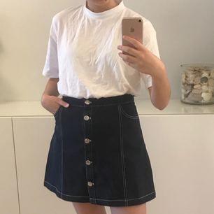 oanvänd kjol från monki! fraktar inte men möts upp i stockholm