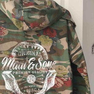 Oversize kamouflage jacka från Zara (Limited edition), säljer en av mina älsklings jackor, som fortfarande är i toppen skick😍