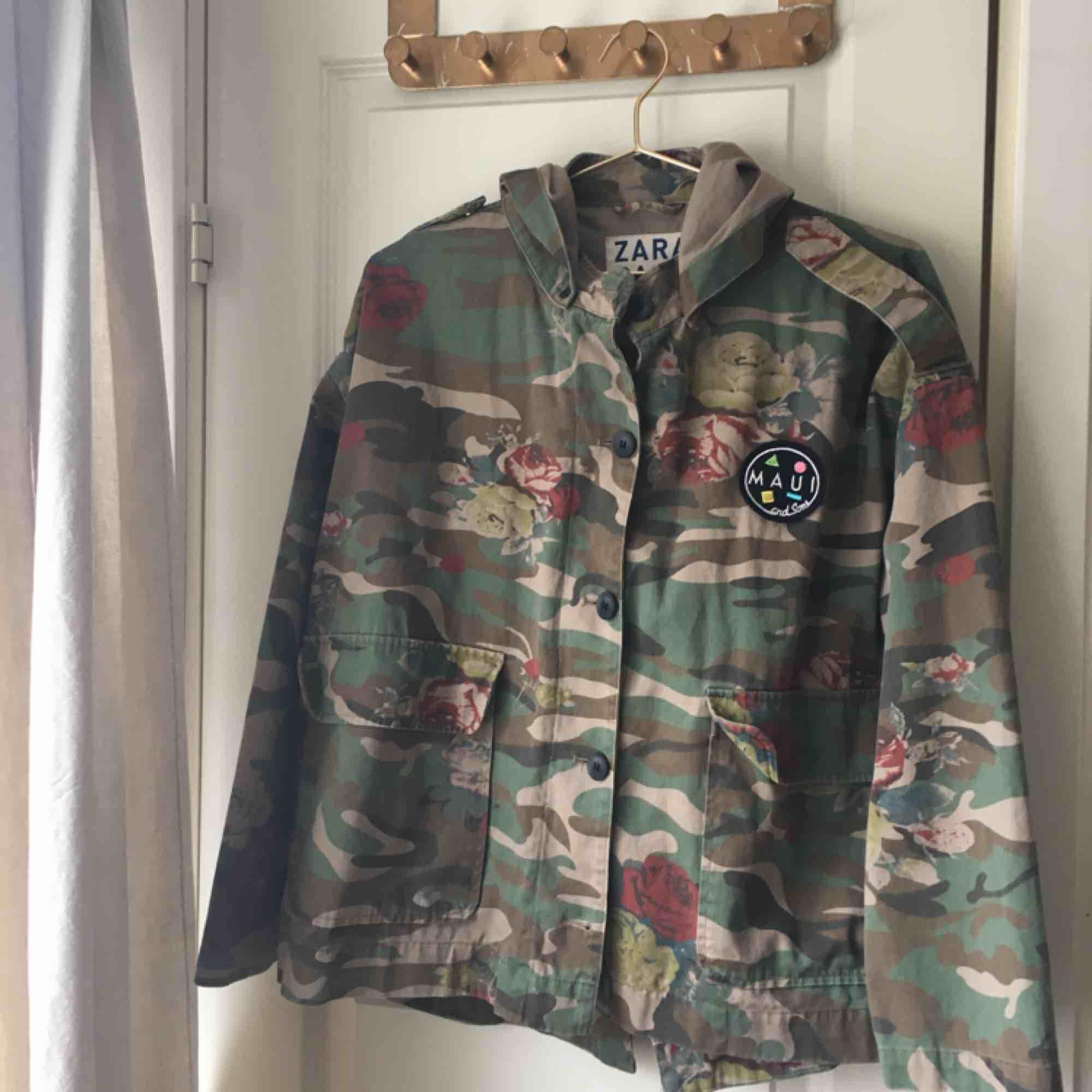 Oversize kamouflage jacka från Zara (Limited edition), säljer en av mina älsklings jackor, som fortfarande är i toppen skick😍. Jackor.