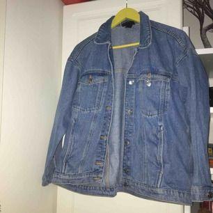 En fräsch jeans jacka från Monki, köparen står för frakt <33