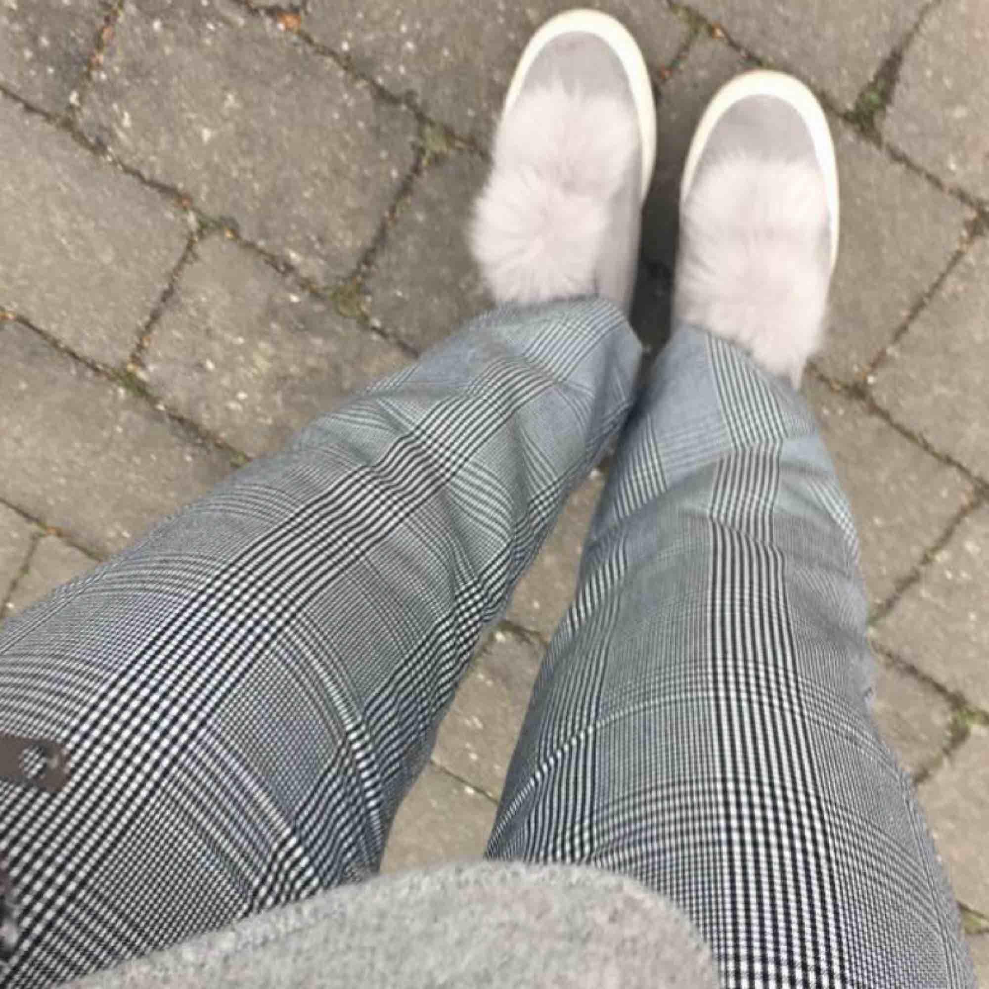 Rutiga byxor i bra skick! Frakt tillkommer. Jeans & Byxor.
