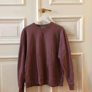 Fin sweatshirt från cos! Kan mötas upp i Gbg annars tillkommer frakt✨