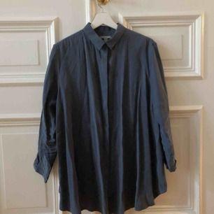 Fin blå skjorta från cos! Kan mötas upp i Gbg annars tillkommer frakt✨