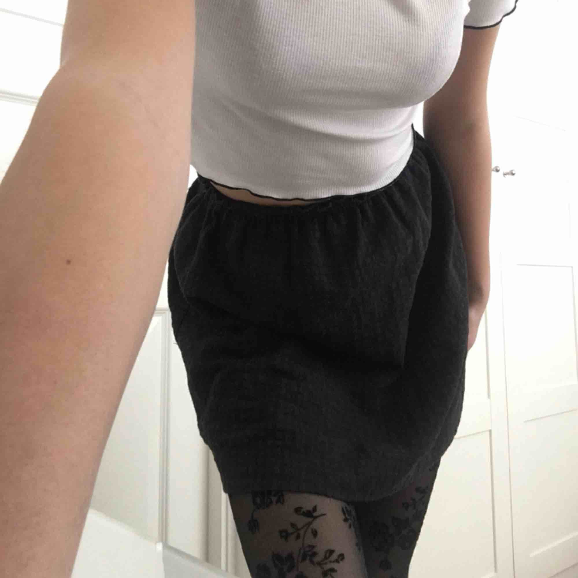 Grå kjol från zara . Kjolar.
