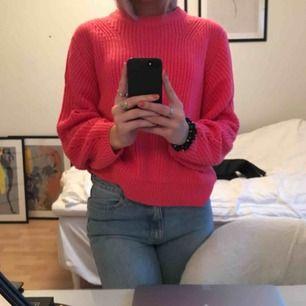 super skön rosa stickad tröja, aldrig använd så väljer att sälja den!