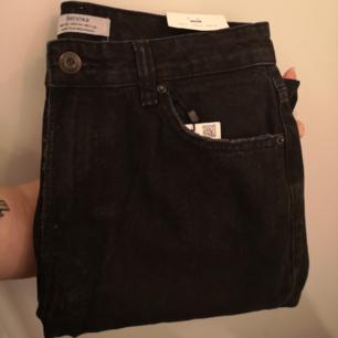 Helt nya svarta mom jeans från Bershka. Endast testade! Möts upp i Kalmar eller fraktar mot avgift.