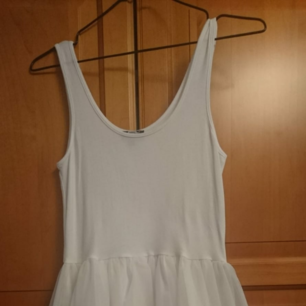 Vit klänning från Bikbok