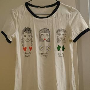 T-shirt från Monki