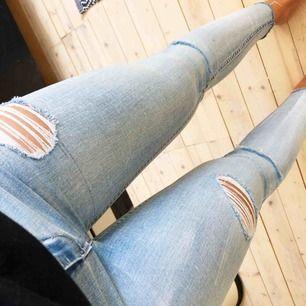 Helt oanvända jeans, väldigt sköna och stretchiga. Från Pull&bear W26 gissar på 30 i längd